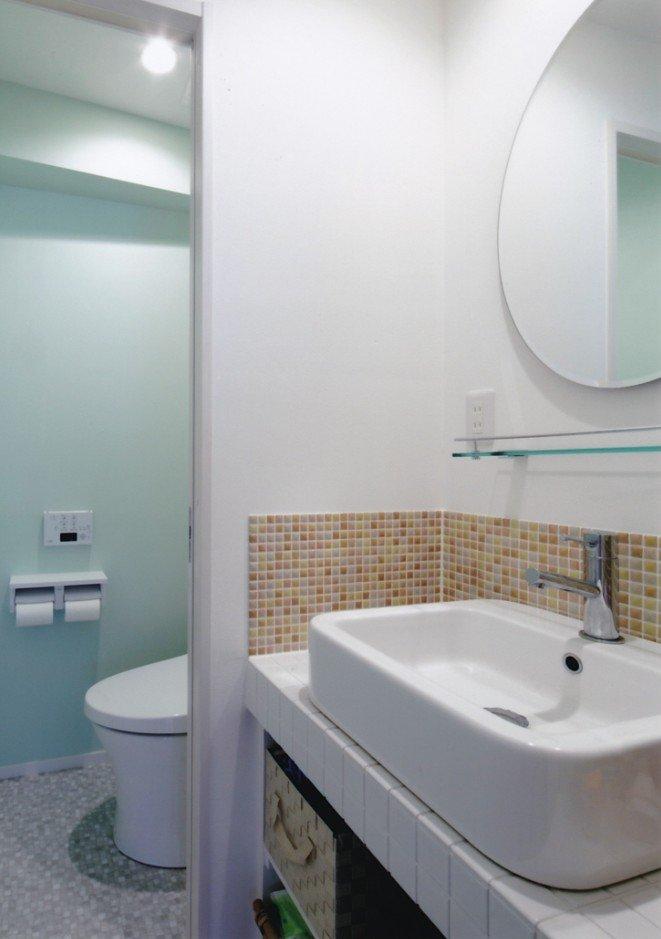 造作洗面所、リクシルガラスタイル(3階)