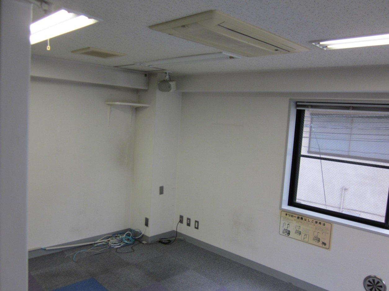 2階。別角度から。天井カセットエアコンが各フロア2台ずつあります。