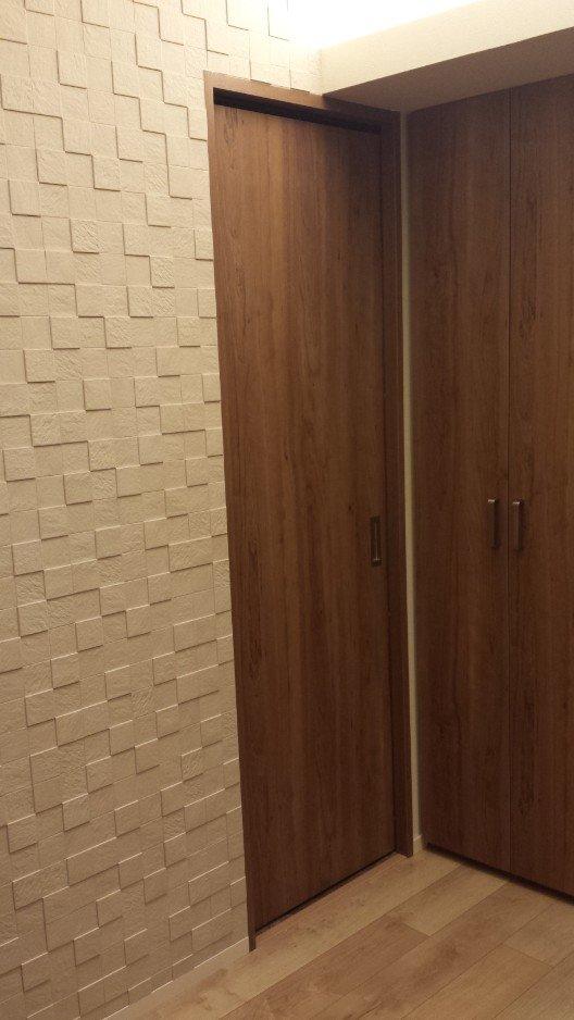 1F シューズ・衣類クローゼットのドア。