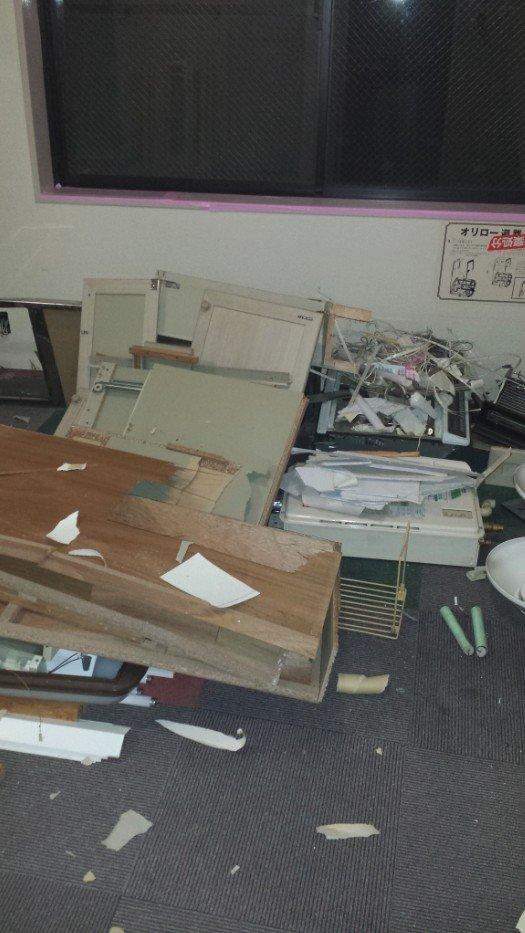 内装解体写真(事務所ビルのキッチンとトイレ)