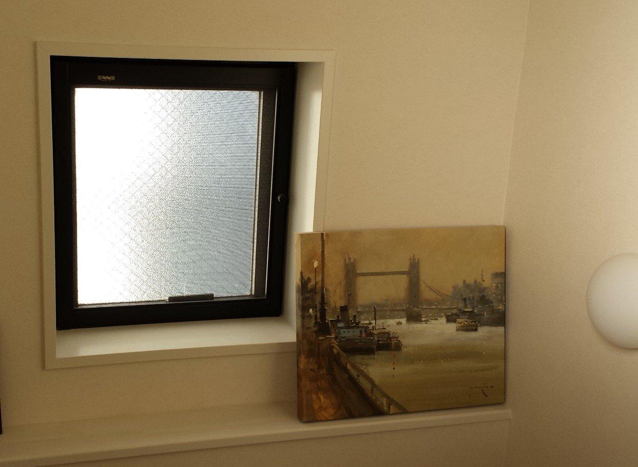 階段室小窓。FIXタイプのインプラスへ変更予定。