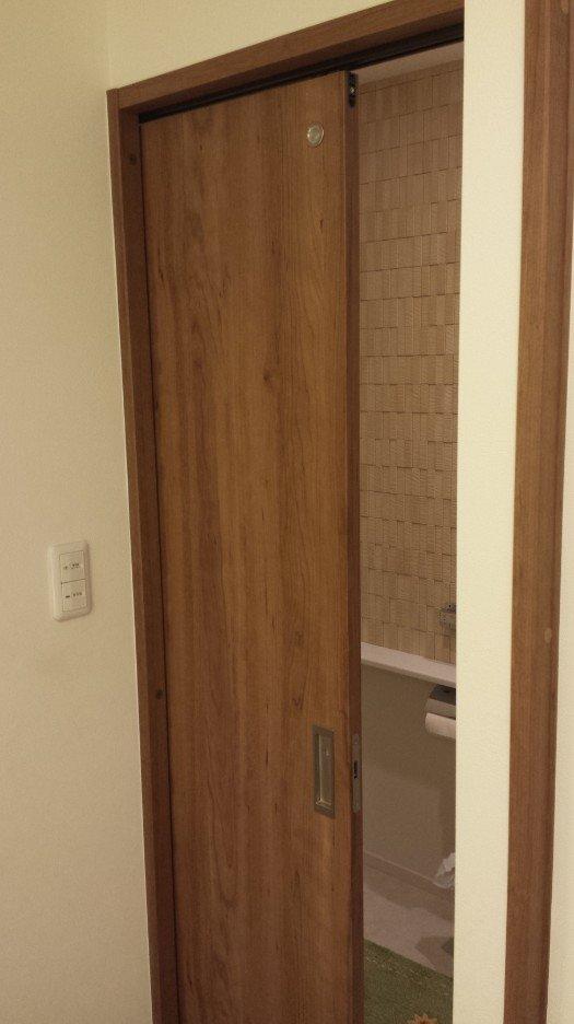 トイレのドアが引き戸
