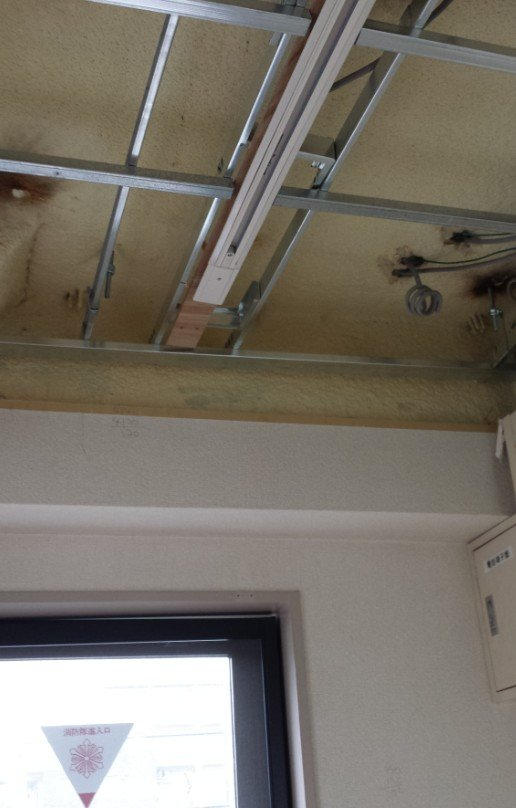 予告写真。4階の二重天井箇所です。