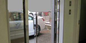 リノベーション前の中古ビル玄関ドア 欄間なし