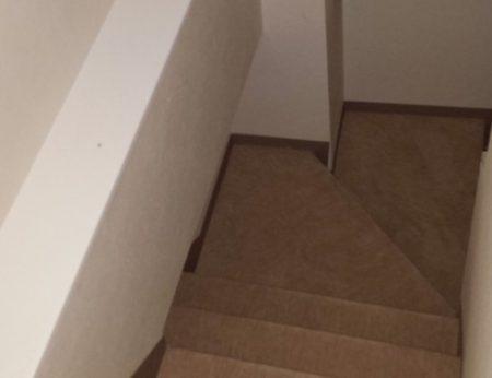 地下室に向かう階段