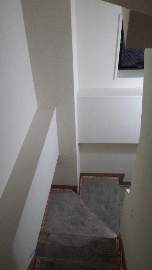 事務所階段(リノベーション途中)