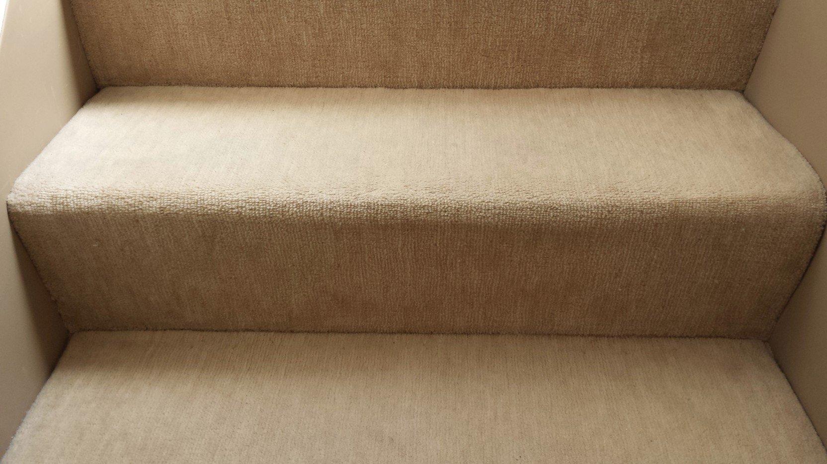 絨毯を貼ったリフォーム階段(拡大)