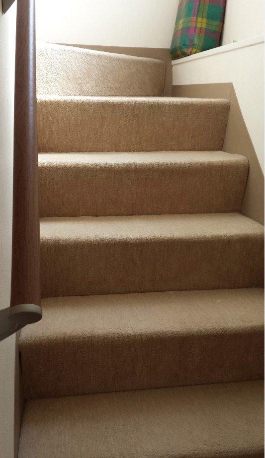 絨毯を貼ったリフォーム階段