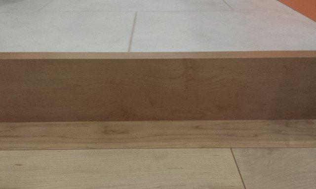 木製巾木(リビングとキッチンの段差)